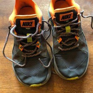 Boys Nike Sneakers Size 1.5